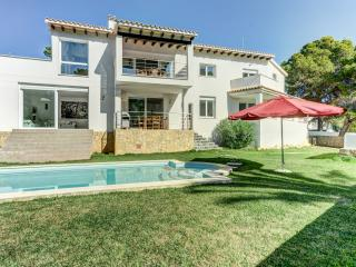 Luxurious Villa Costa w/ swimming pool & BBQ, Santa Ponsa
