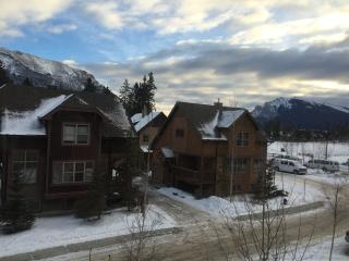 Gorgeous Canmore Chalet, Great Access to Banff