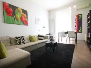 Colourful 2 Bed Flat in a lovely Area! 20 minutes to the city center, Roma
