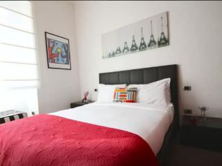 Colourful 2 Bed Flat in a lovely Area! 20 minutes to the city center