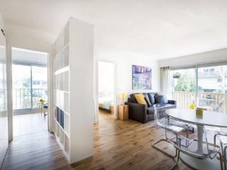 Superb 2 bedrooms with balcony, serviced by Hostmaker