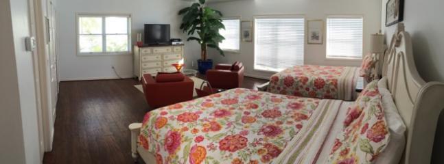 Apartment - 2 Queen Beds, Dresser, TV, Walk in Closet, Kitchenette and Full Bath