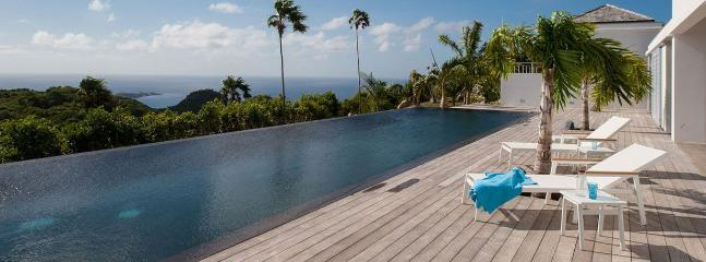 Ultra Luxurious 4 Bedroom Villa w/ 3 Heated Pools, Incredible Views, Sleeps 8, Gouverneur