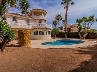 Villa In Viillamartin With Pool, near Golf Course, Villamartín