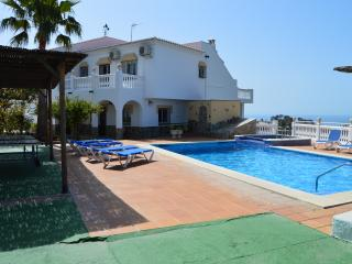 6 BEDROOMS VILLA WITH PRIVATE POOL, A/C AND WIFI, Nerja