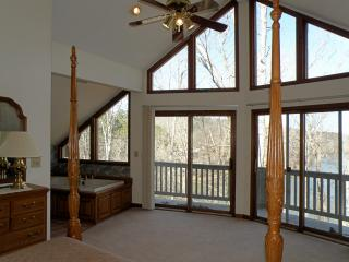 Cane Creek Cottage. 13 miles to Clemson. Near all mountain activities, West Union