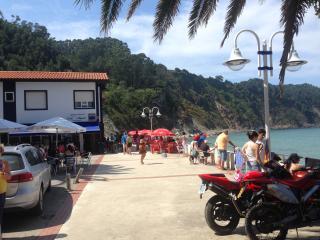 Casa Miguel.  en la playa de la concha de artedo.  Pensión restaurante, Cudillero