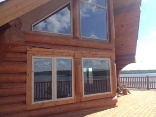 Waterfront Log Cabin with a Spectacular View, Rossburn
