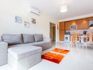 Apartamento T1 com piscina e lugar de garagem, Praia da Rocha