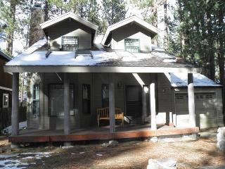 3331 Deer Park Remodeled Cabin with a Hot Tub, South Lake Tahoe