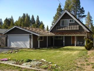 865 Michael Charming Chalet with a Beautiful Yard, South Lake Tahoe