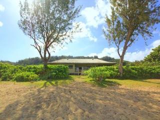 Paradise House - w/ AC, beachfront, w/ lanai, Haleiwa