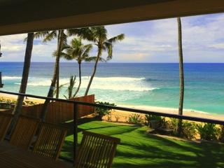 Vans Pipeline Manor - on amazing beach, Haleiwa