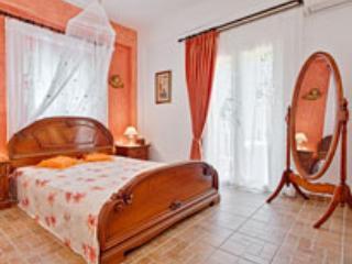 Natasha's luxury apartments next to the beach, Agios Gordios