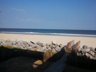 An Oceanfront Dream: Sleeps 23, Pets OK, WiFi, Carolina Beach