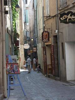 Artisans throughout the winding streets of the old town where the apartment is located. (M. Terry)