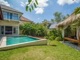 3BR modern balinese close to canggu beach, Canggu