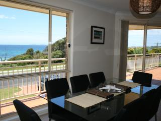 Ultimate Luxury Beachfront 4 bedroom Home, Narooma