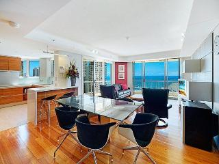 STUNNING APT 2 BED OPPOSITE BEACH OCEAN VIEWS A269, Surfers Paradise