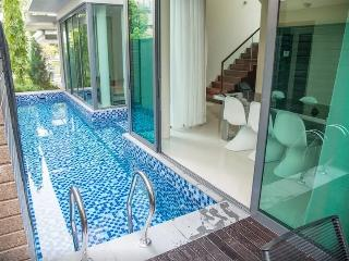 3 studio rooms with pool in private house, Singapur