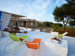 Villa Mediterranea with direct access to the beach, Polignano a Mare