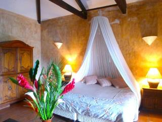 Casa La Hermita - Central & Tranquil Oasis w/ shared Pool & Hot Tub + FREE night