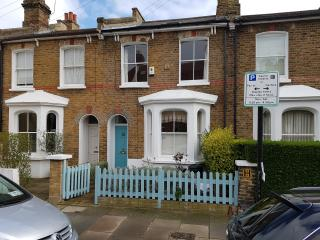 Very Pretty Sunny 3 Bedroom House to let on Wandsworth Common, 5 bed Sleeps 8