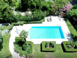 Lux Studio, town center, garden and swimming pool