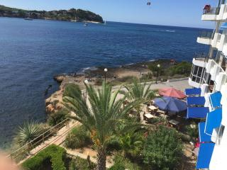 Lovely apartment on first line of the sea !, Santa Ponsa