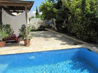 Typical Ibiza house in StaGertrudis 5pax with pool, Santa Eulalia del Río