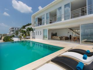 Villa Doozie - Panoramic Sea and Sunset Views in Great Location (Sleeps 10)
