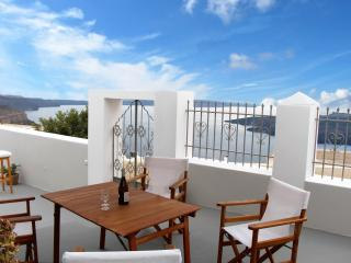 Villa DALI : 3-bedroom house with view to volcano, Firá