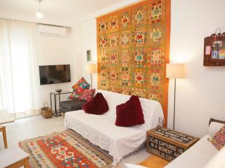 Fresh Ethnic Apartment Downtown, Thessaloniki