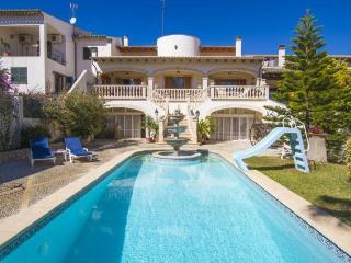 Villa con 3 a 6 dormitorios piscina y Barbacoa