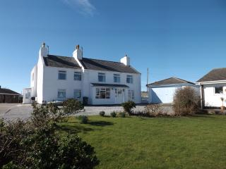 Porth Diana House, seaside house with great views., Trearddur Bay
