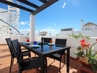 1849 - 2 bed penthouse, Valle Romano, Estepona