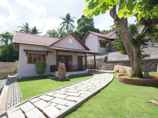 Great Deal For Family Vacation - Connecting Door Family Bungalow