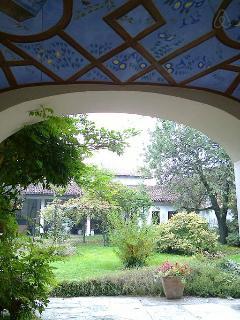 soffitto portico con dipinto liberty