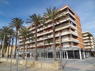 Apartamento en Salou, 1ª linea de playa con bicis