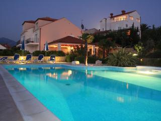 Cosy 2 bedroom apartment with pool, Cavtat