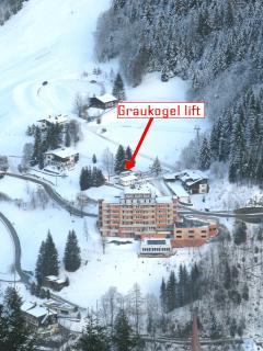 Graukogel lift 25 m away.
