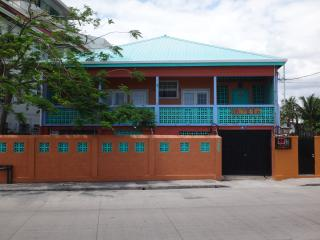 Beautiful, Breezy 2 Bedroom Apartment By The Sea, Belize City