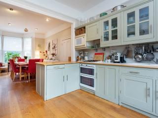 A spacious and bright five-bedroom house in Wimbledon, Londen