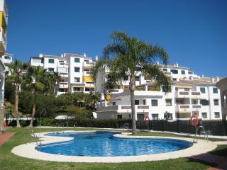 Clean, spacious 2-bedroom apartment in quiet, modern complex near beach and golf