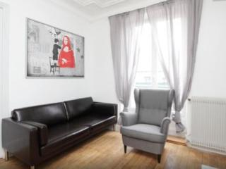 Newly renovated 2bd-Etienne Marcel, Paris
