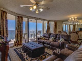 Luxurious oceanfront condo w/ shared pool, hot tub, ocean views & private beach!, Panama City Beach