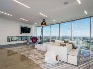 GR001 Luxury Penthouse above Grand River!, Grand Rapids