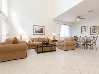 2 storey Naples home with screened pool, sleeps 10, Napels