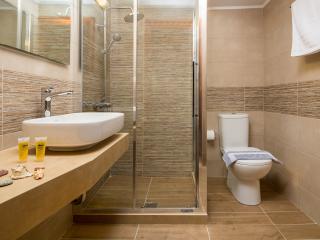 Avra Apartments - Ostria