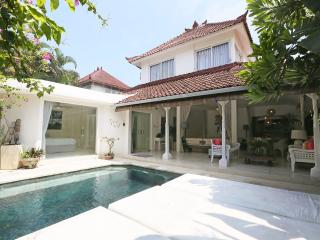 Esha Drupadi I & II By Bali Villas Rus - White Modern Villa Close to Seminyak